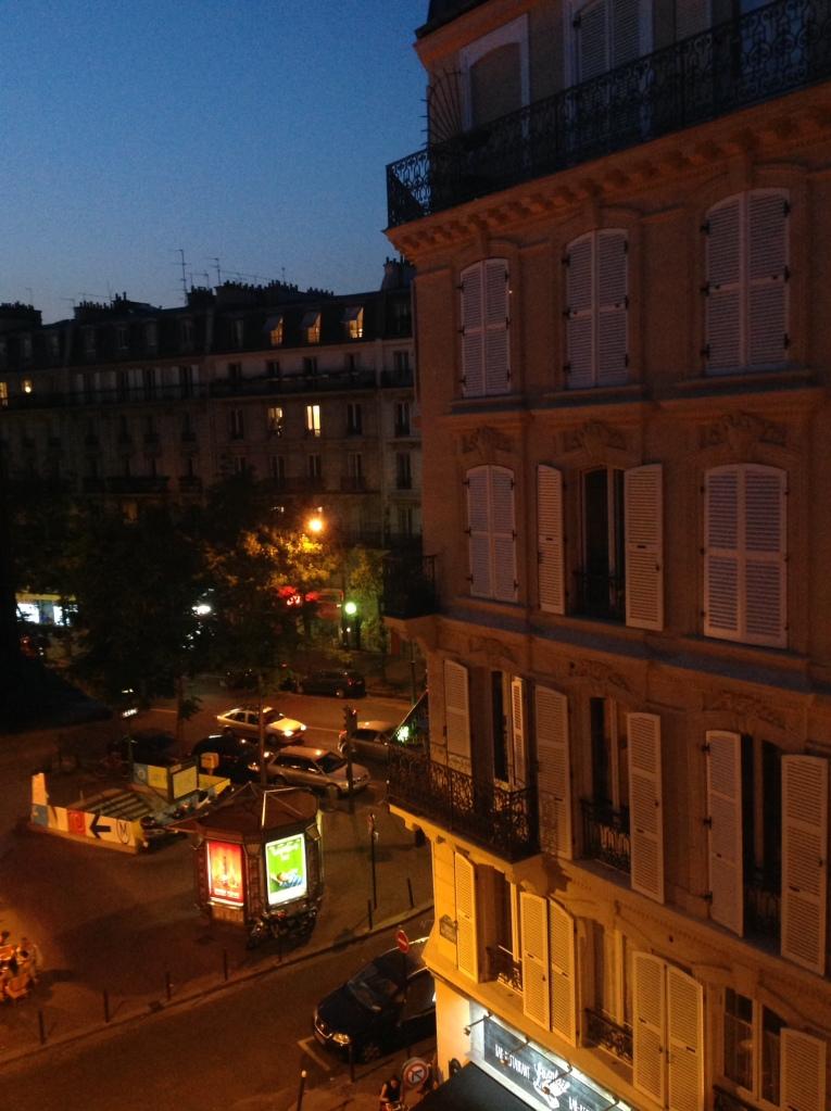 la vue d'une fenêtre parisienne | Lynnette Therese